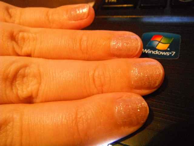 Amazin Arty Antics: Silver Stripe Nails =)
