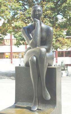 Oviedo, escultura La pensadora