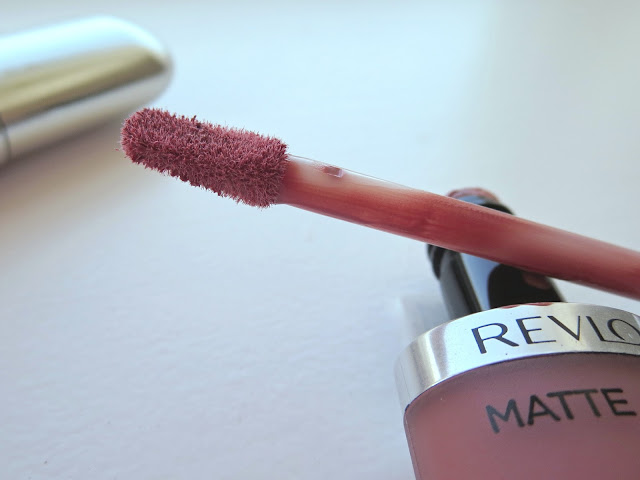 a picture of Revlon Ultra HD Matte Lipcolor ; applicator (close up)