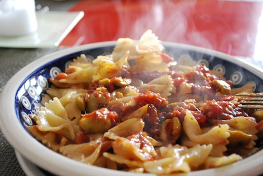 Makaron z anchois i pomidorami