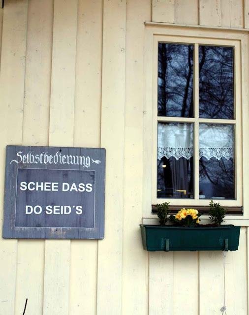 Auf Bayrisch heißt man uns willkommen © Copyright Monika Fuchs, TravelWorldOnline