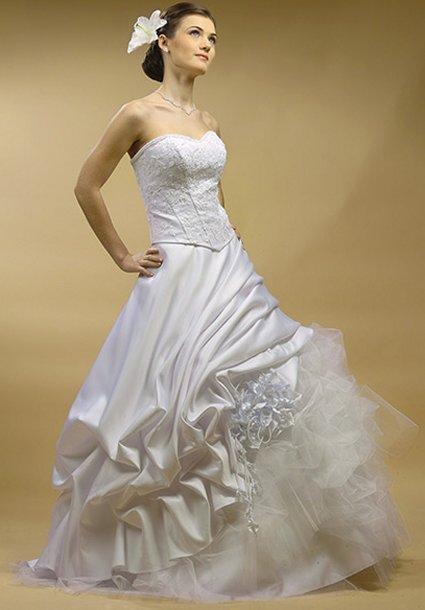 Beautiful wedding dress wedding dresses simple wedding for Simple and beautiful wedding dresses