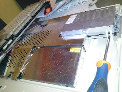 El tornillo que sujeta la disquetera del Amiga 500