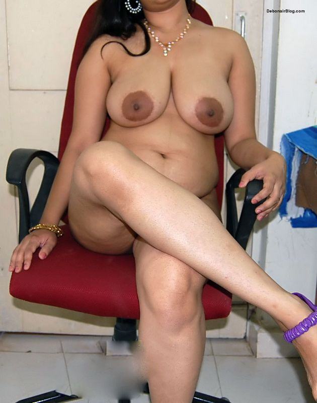 Matured Indian MILF Showing Big Boobs n Clean Shaved Pussy ...