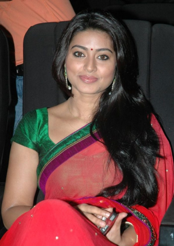 Tamil Actress Sneha Red Saree Photos