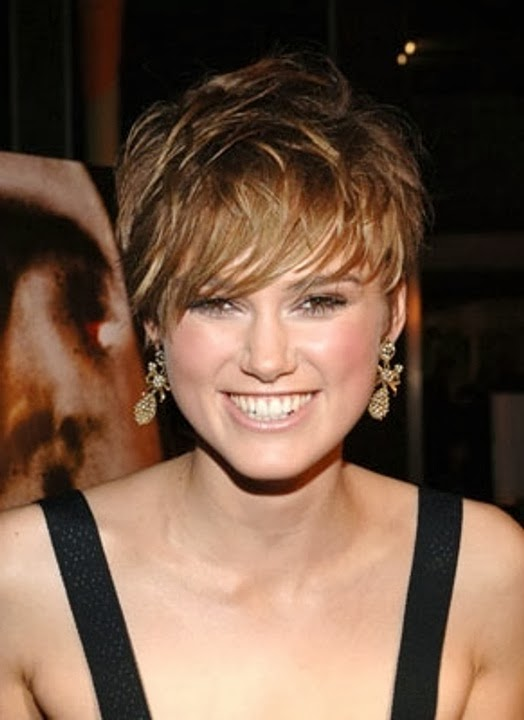how to style short hair for women with round faces