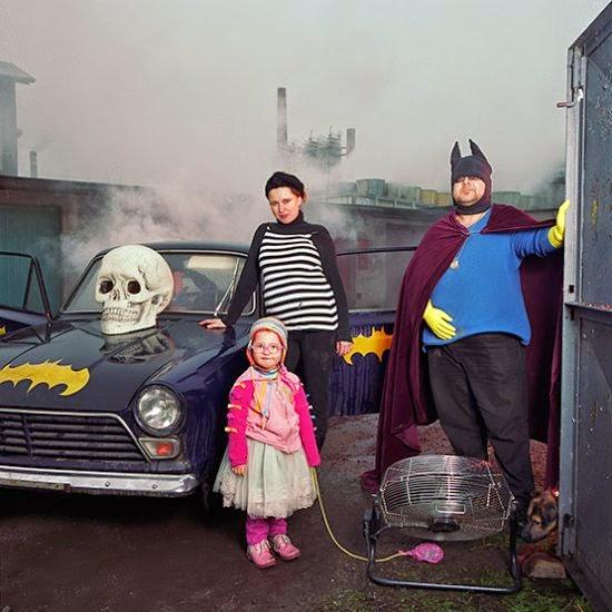 Dita Pepe fotografia auto-retratos mulher em diferentes famílias