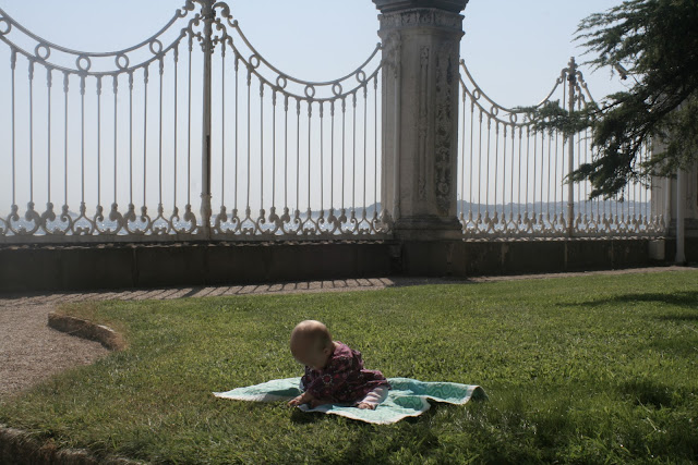 Neve playing on her blanket on the palace lawn