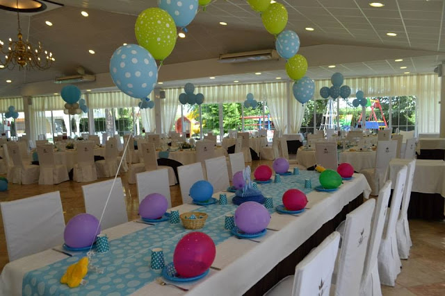 mesa infantil con globos para bautizo  decoracion