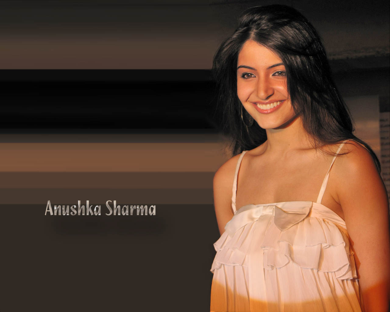 http://1.bp.blogspot.com/-yd09LHnn6MM/TxxNpiwSDkI/AAAAAAAAARw/bUP-CcW7VAw/s1600/Anushka+Sharma+Hot+Wallpapers3.jpg