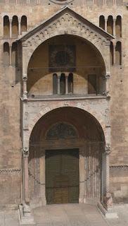 Protiro piccolo portico con tettoia a cuspide posto all' ingresso di una chiesa