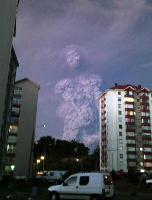 Mengerikan ! Ada Awan Berbentuk Manusia Raksasa dari Letusan Gunung di Chili