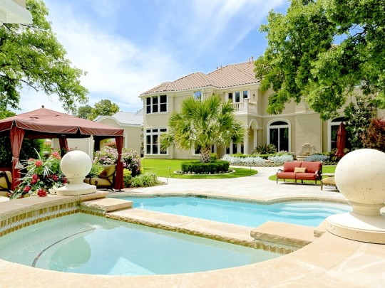 Luxury homes with magnificent swimming pools for Elegant luxury homes