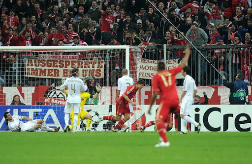 Mario Gómez celebrates after scoring the winner for Bayern Munich against Real Madrid