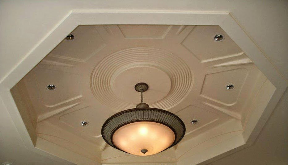 D coration de salon marocain plafond cr ation for Plafond platre moderne pour salon