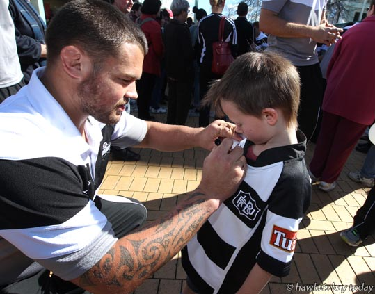Brendon Edmonds - Parade in Hastings for the Hawke's Bay Magpies rugby team, followed by a mayoral reception, civic reception at Civic Sqaure. Winners of the Ranfurly Shield, after beating Otago 20-19 in Dunedin on Sunday photograph