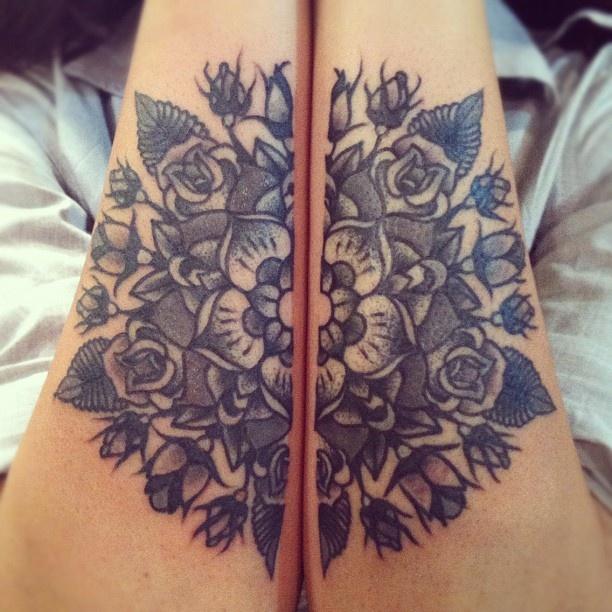 Oryginalny tatuaż z motywem kwiatowym
