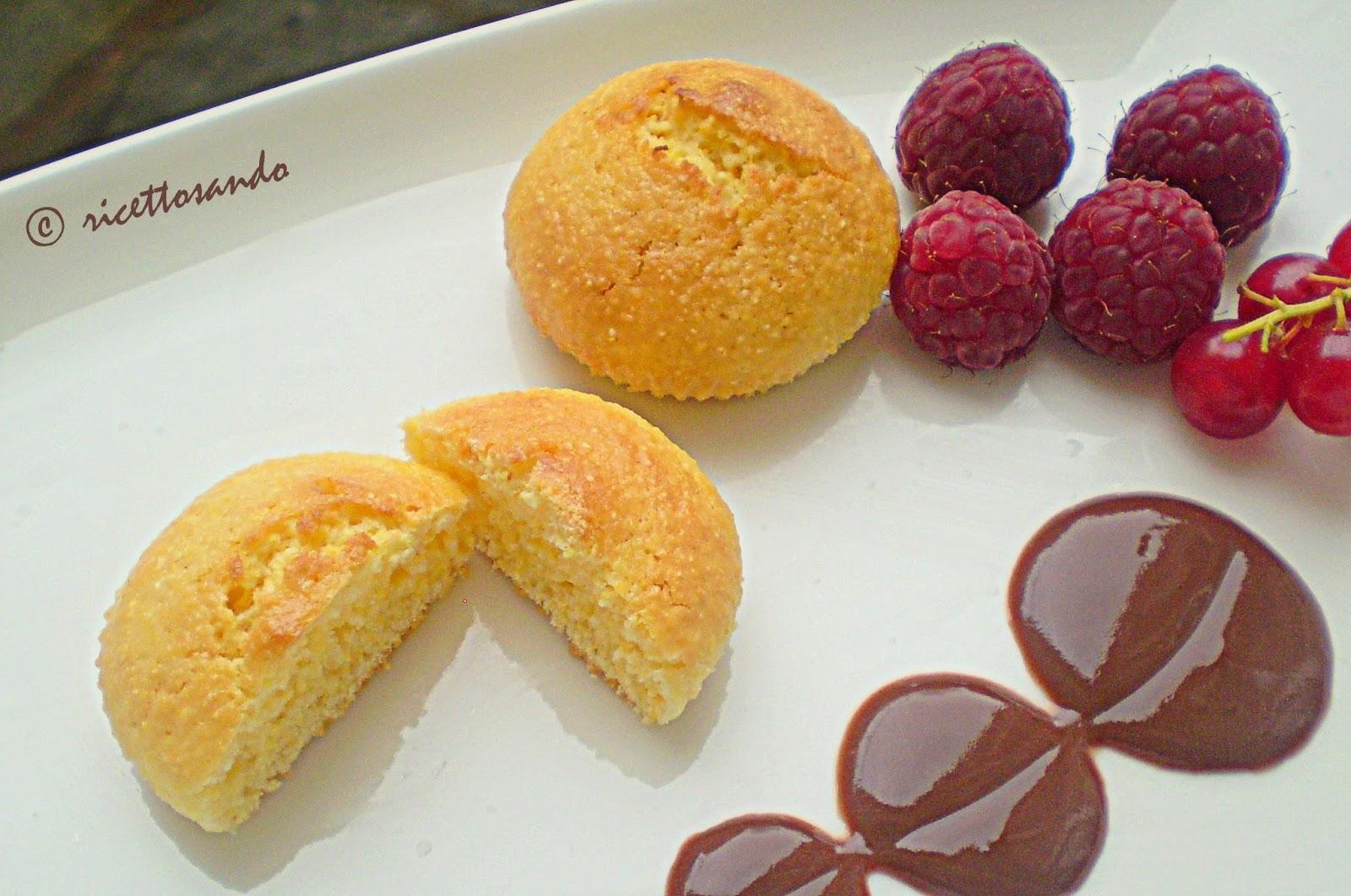Muffins allo yogurt a base di farina di mais ricetta dolce