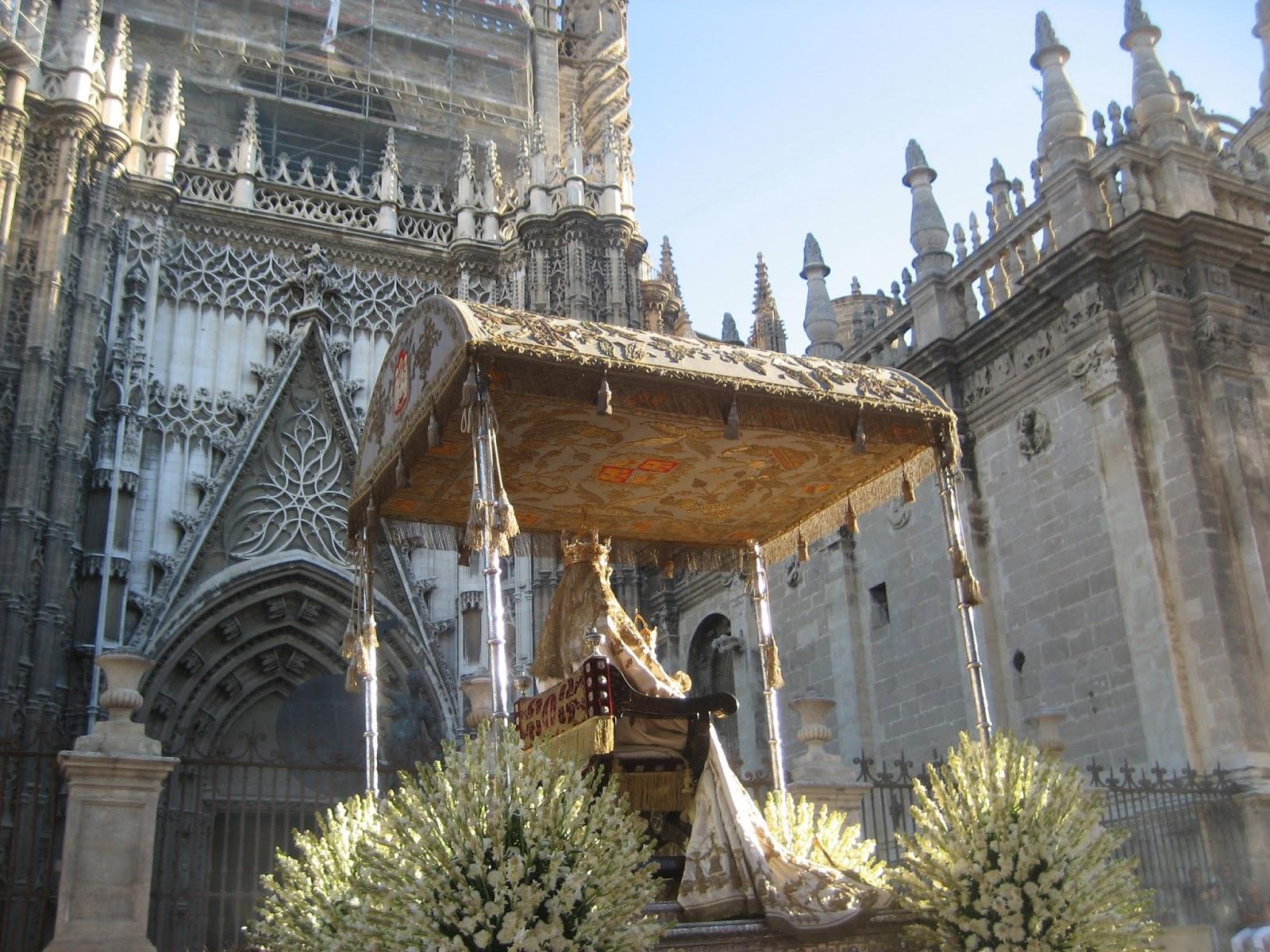 Procesi n de la virgen de los reyes en sevilla 2015 for Mudanzas virgen de los reyes