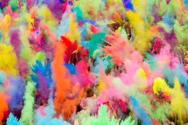 http://crazzzytravel.com/wp-content/uploads/2014/01/festival-of-colors.jpg