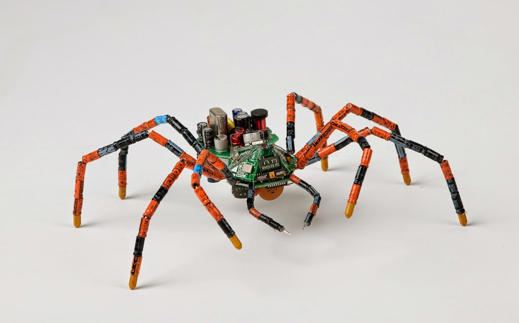 20-Spider-Steven-Rodrig-Upcycle-PCB-Sculptures-from-used-Electronics-www-designstack-co