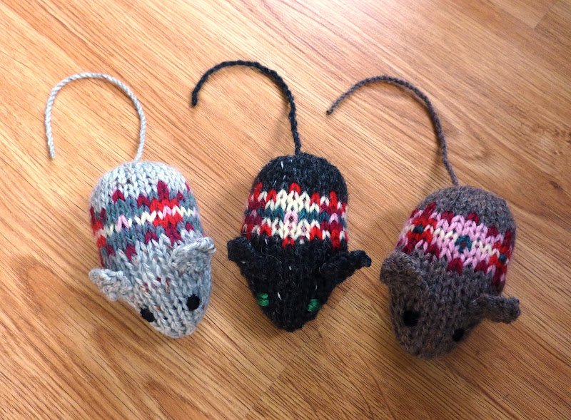 Knitting Patterns For Christmas Mice : cute stuff on Pinterest Felt Brooch, Knit Animals and Mice