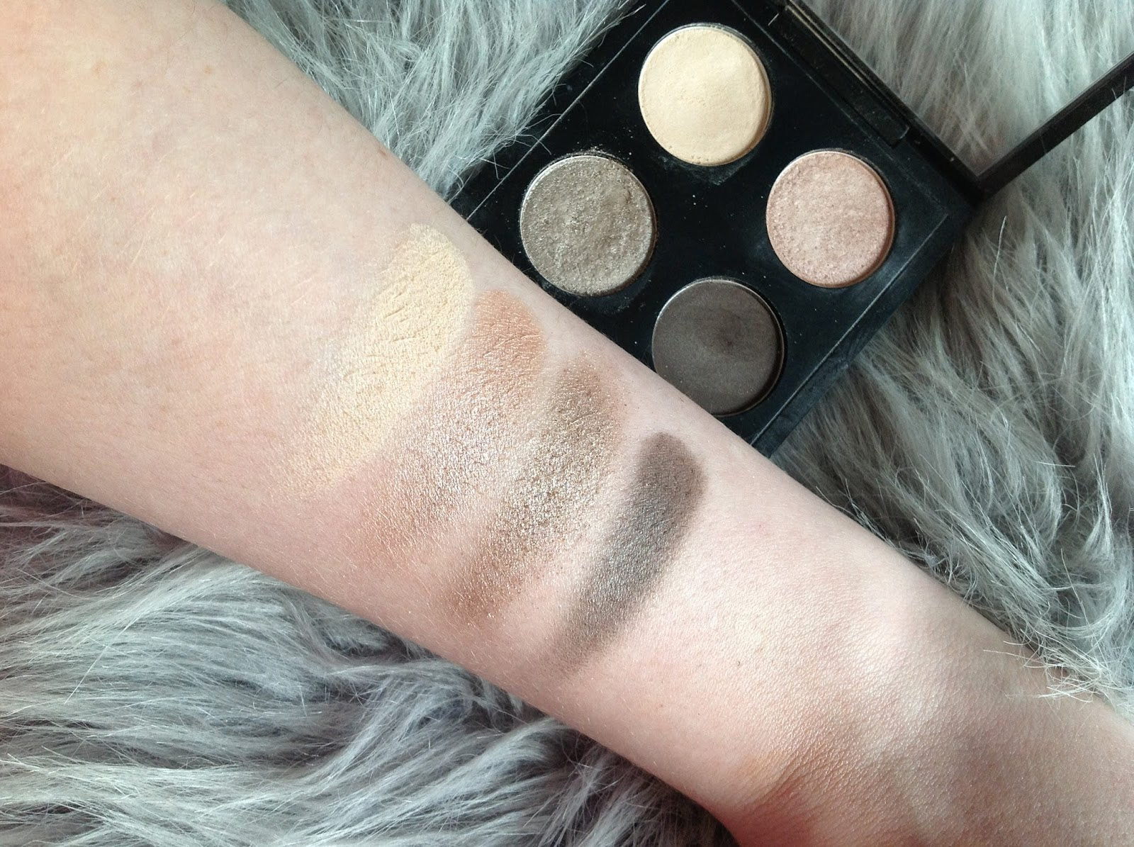 MAC; Showstopper; Eyeshadow; swatches