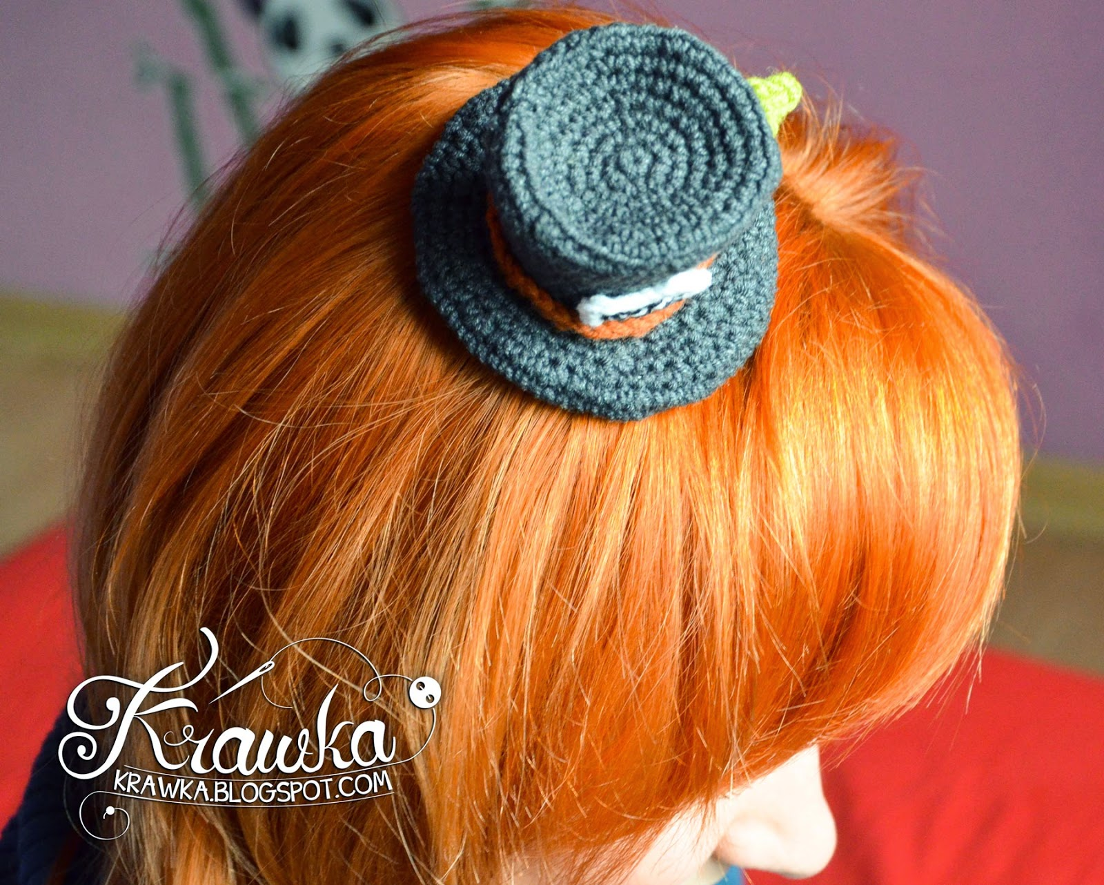 Krawka: Crazy cute crochet pattern for little Mad Hatter's hat - hair accesory