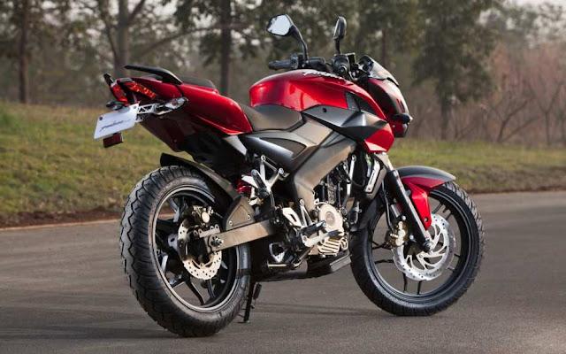 Pulsar 200 NS yang penjualannya akan dipegang Kawasaki di Indonesia title=