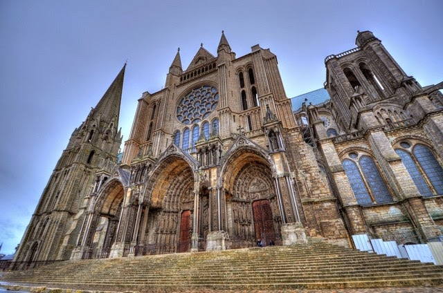 71. Chartres Cathedral (Paris, France)