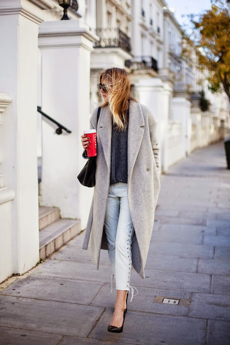 LONG COAT TREND IN GREY FOR FALL WINTER ON DELUXSHIONIST FASHION STREET STYLE