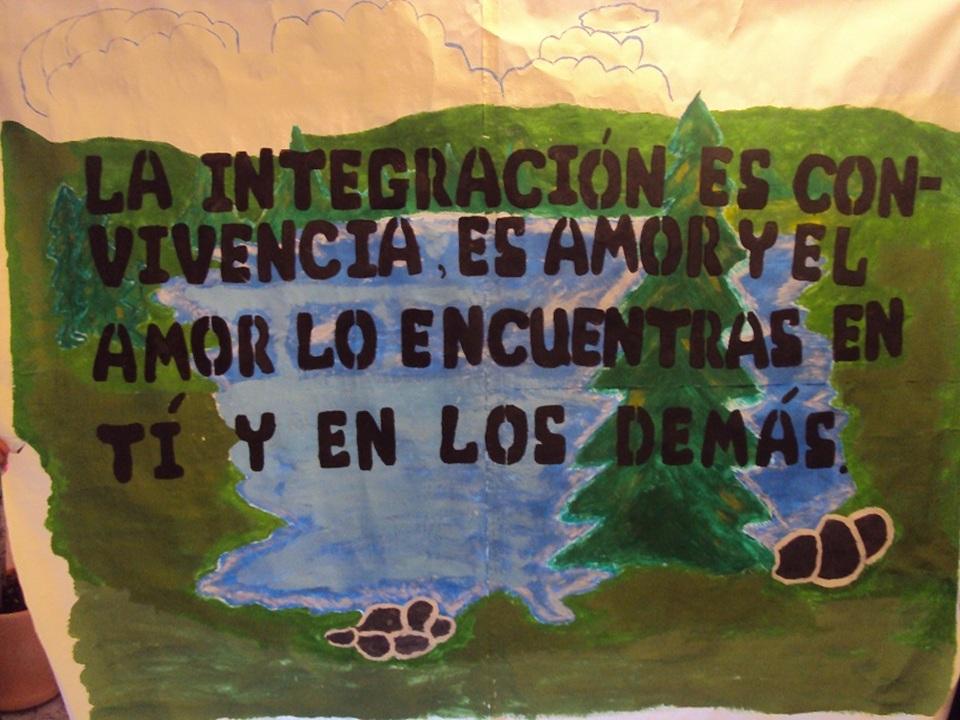 elaboraron en grupo murales con frases alusivas a la unión familiar