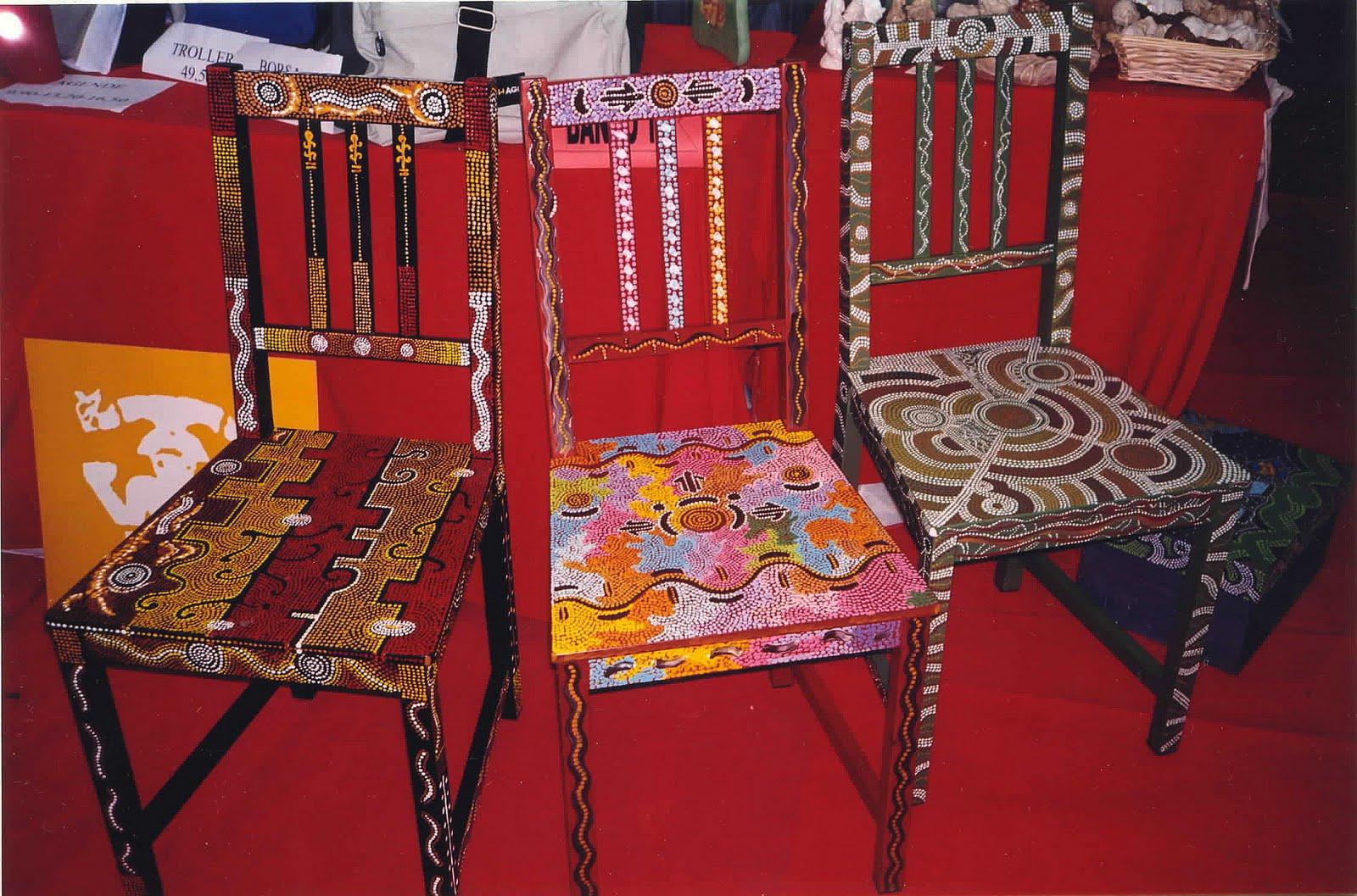 sedie decorate da artisti tavoli in pietra lavica