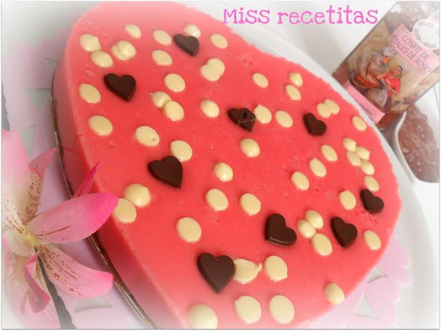 Tarta De Queso Y Fresa Confitura De Petalos De Rosa