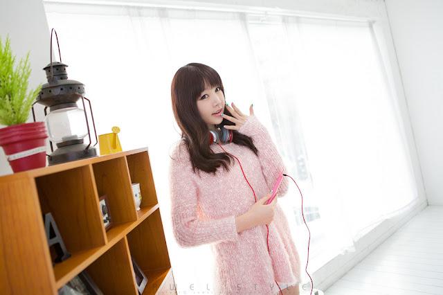 Hong Ji Yeon Sexy in Pink Dress