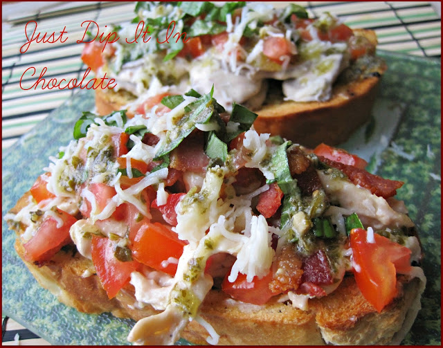Alfredo and Pesto Chicken Bruschetta Recipe, this Italian classic appetizer is made with leftover chicken and bread. Enjoy an entire new meal by adding a few fresh ingredients and Bacon
