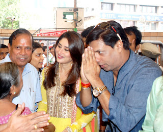 Kareena @ 'Heroine' Audio release at Siddhivinayak Temple