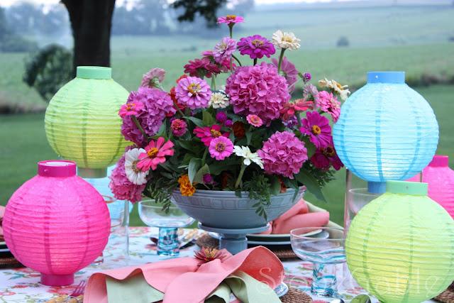Mesa decorada turquesa y buganvilla