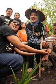 bahagia, marissa haque & ikang fawzi, fh ugm, di lereng merapi, 18 feb 2011