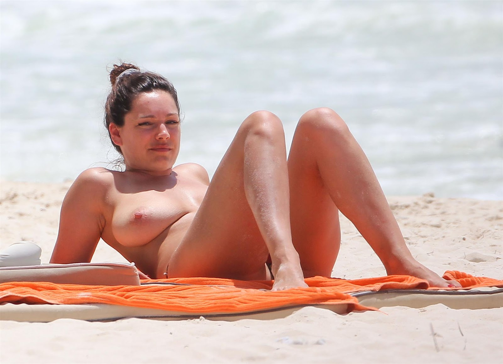 ... Celebs - Oops Upskirt - Sex Tapes - Paparazzi: Kelly Brook Topless