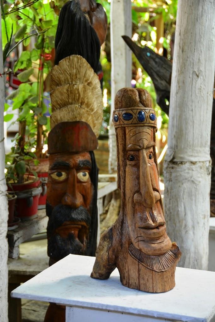 Centre Artisanal de Los Dominicos Santiago wood carving