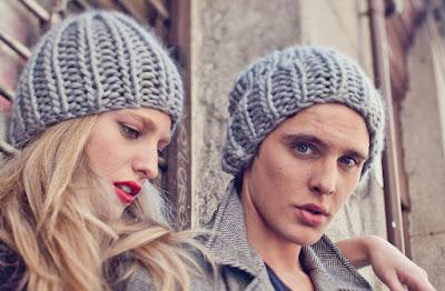 modelo con gorros de lana