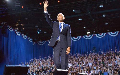 OBAMA melambaikan tangan ke arah para penyokongnya selepas memberi ucapan di Chicago, Illinois kelmarin.