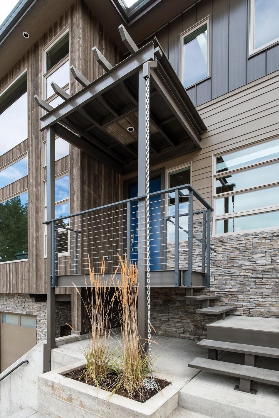 Biasanya orang Indonesia menggunakan beton untuk bagian bawah rumahnya kemudian setelah beberapa meter tingginya barulah menggunakan kayu. & Gambar Desain Rumah Artis Paling Mewah Kombinasi Kayu dan Batu yang ...