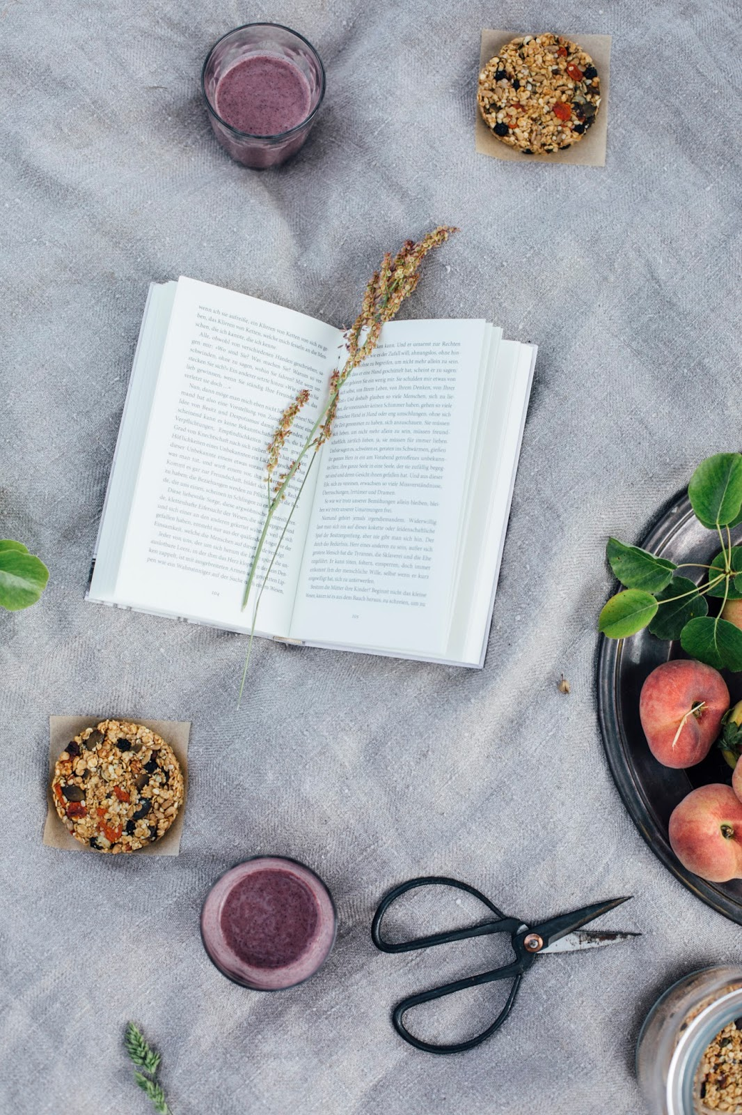 glutenfree round superfood granola bars and a aronia peach smoothie our food stories bloglovin. Black Bedroom Furniture Sets. Home Design Ideas