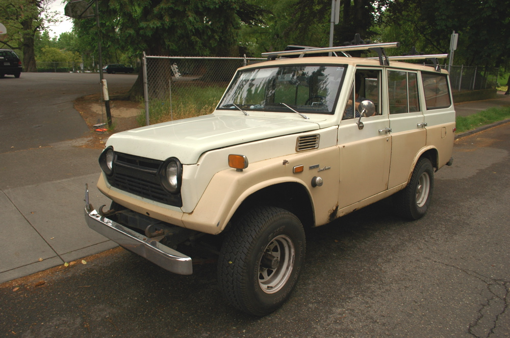 Old Parked Cars 1971 Toyota Land Cruiser Fj55