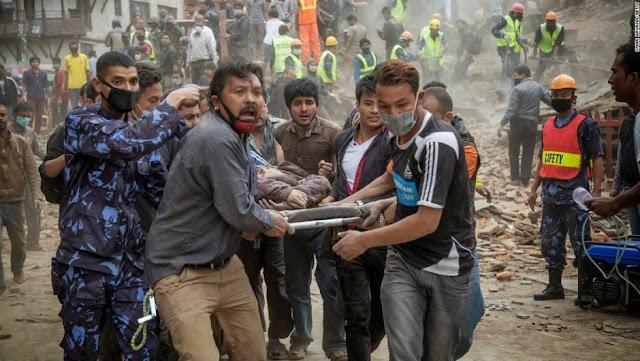 La cifra de los muertos en el terremoto de Nepal sobrepasan los dos mil