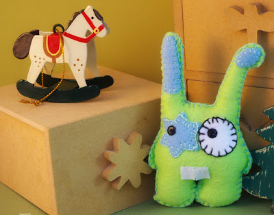 Craft felt green Bunny - lapin vert en feutrine par CocoFlower