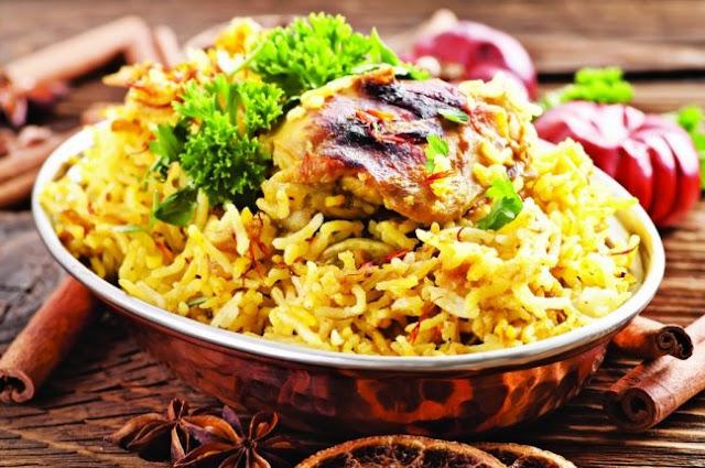 دجاج مقلي والأرز بالزعفران