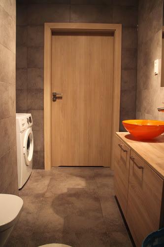 Nasz Kwadrat Dre Mamy Drzwi Do łazienki
